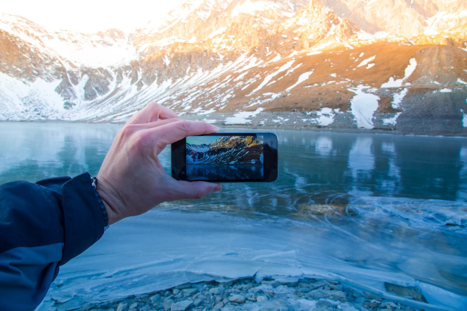 10 dos and don'ts for social media-savvy travellers