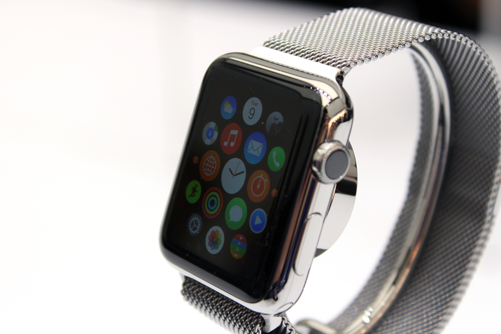 """Apple Watch goes on sale in April """"on schedule,"""" says Tim Cook"""