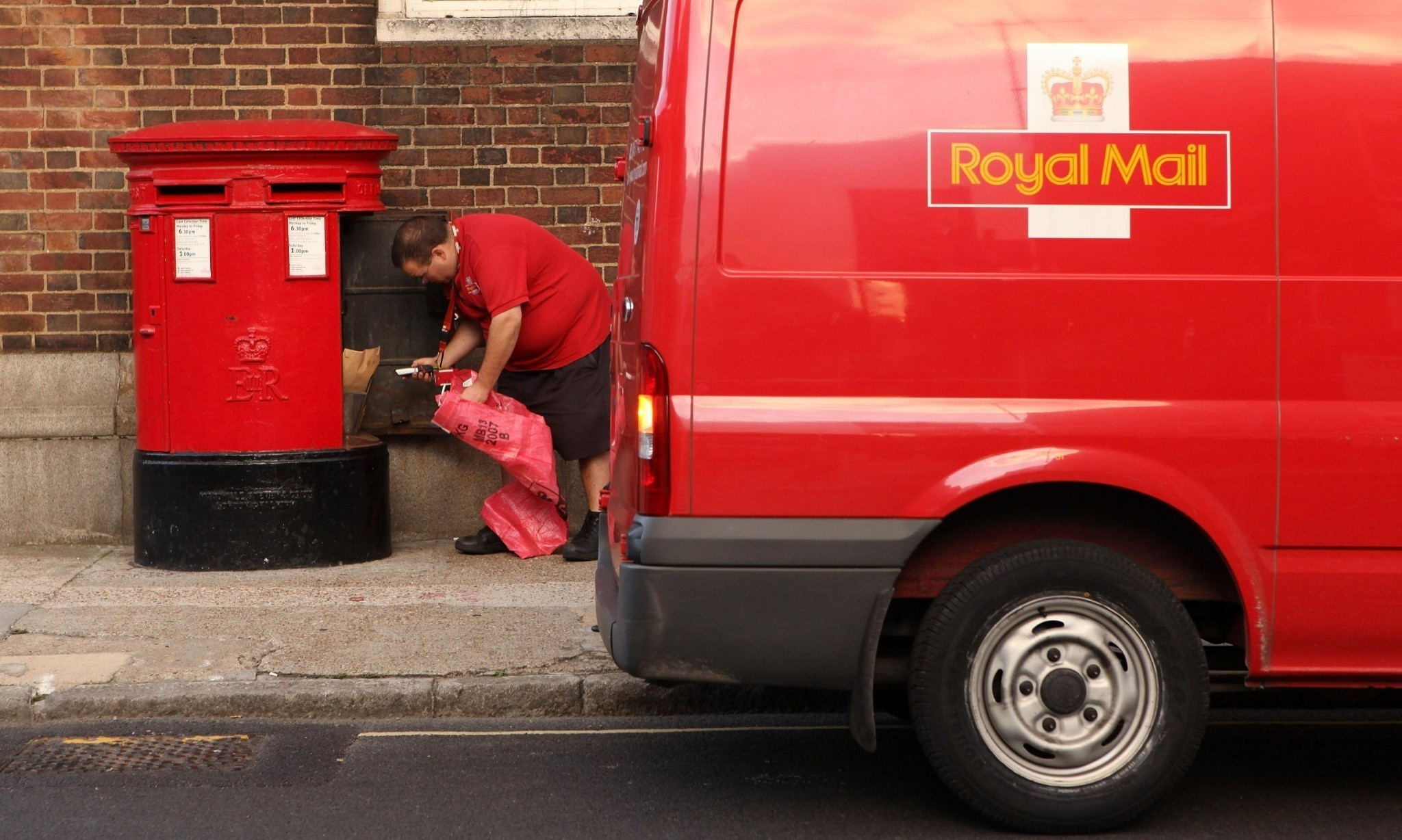 Royal Mail seeks injunction to halt 48-hour postal strike