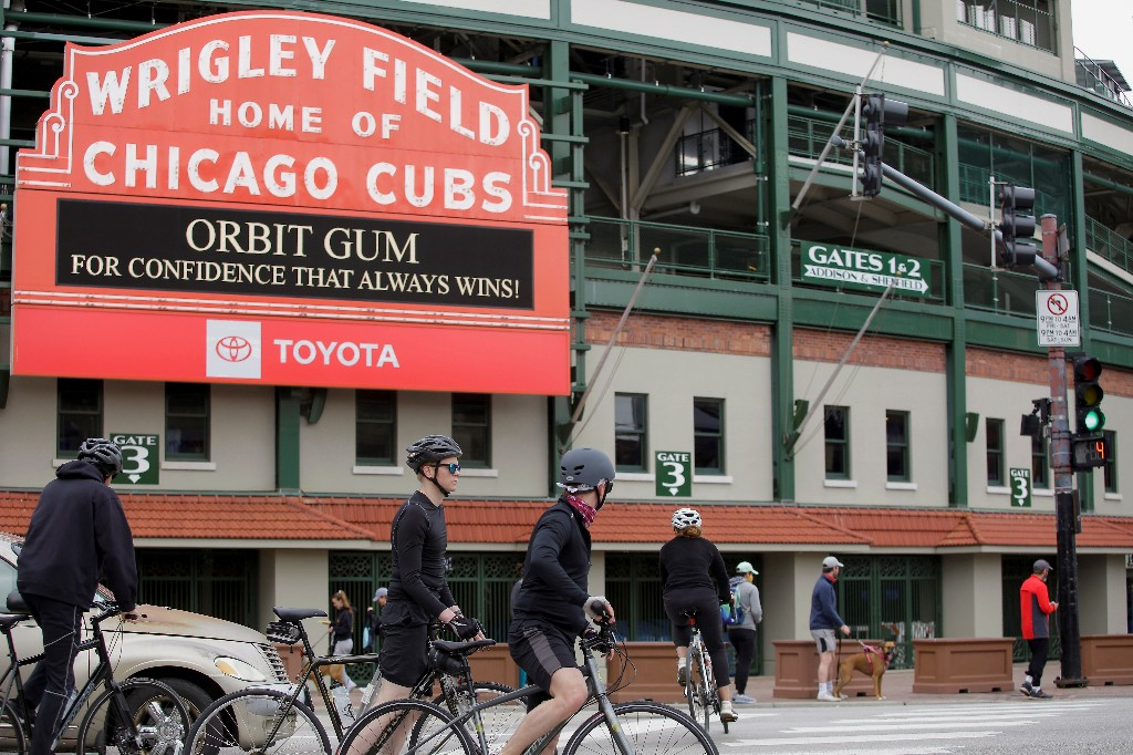 No joy in Chicago's Wrigleyville as pandemic shuts down baseball