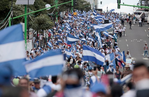 Nicaraguan government meets with business leaders in bid to end crisis