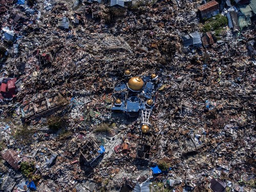 Devastation After Quake and Tsunami in Indonesia: Pictures
