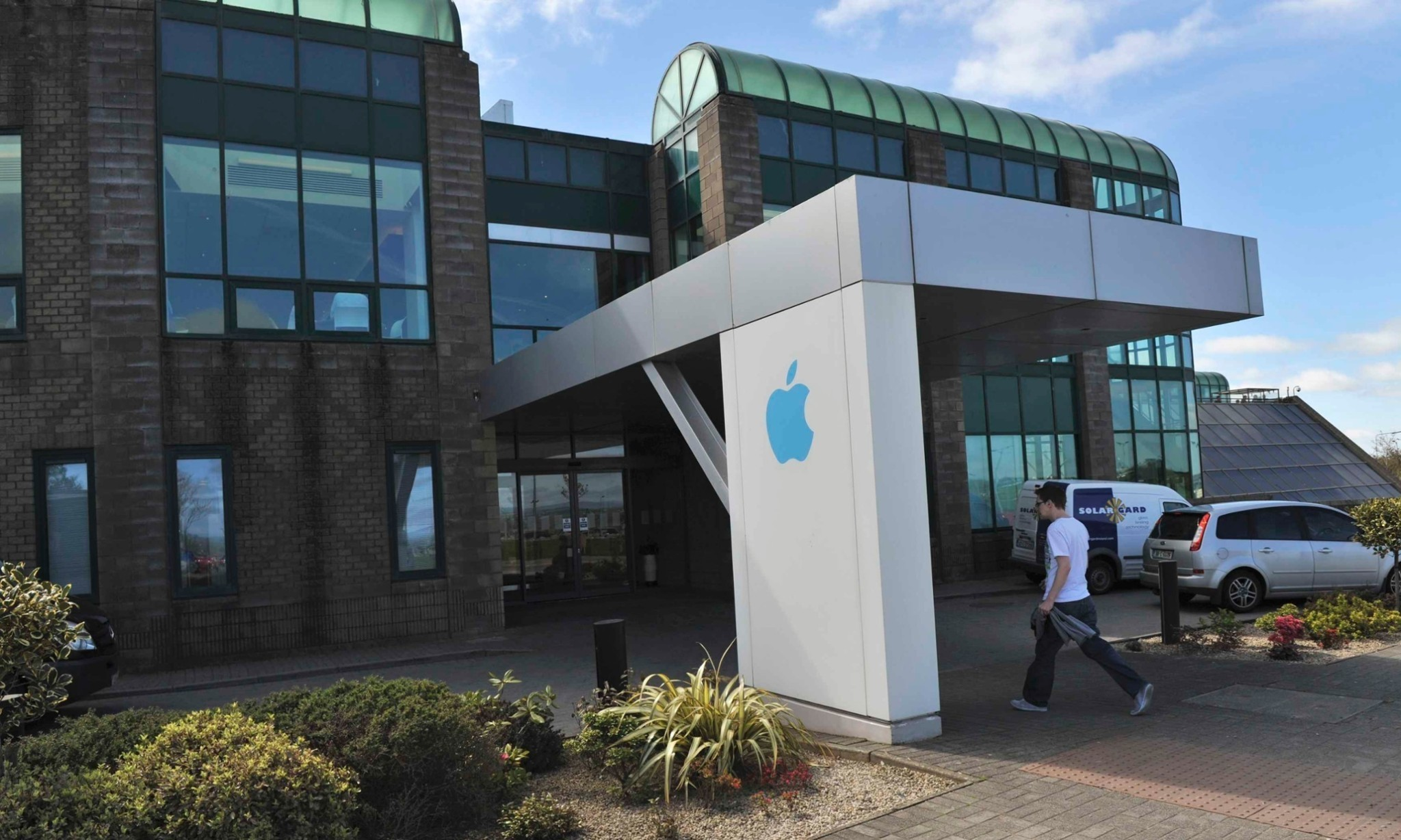 EU to accuse Apple of taking illegal tax aid from Ireland, reports say