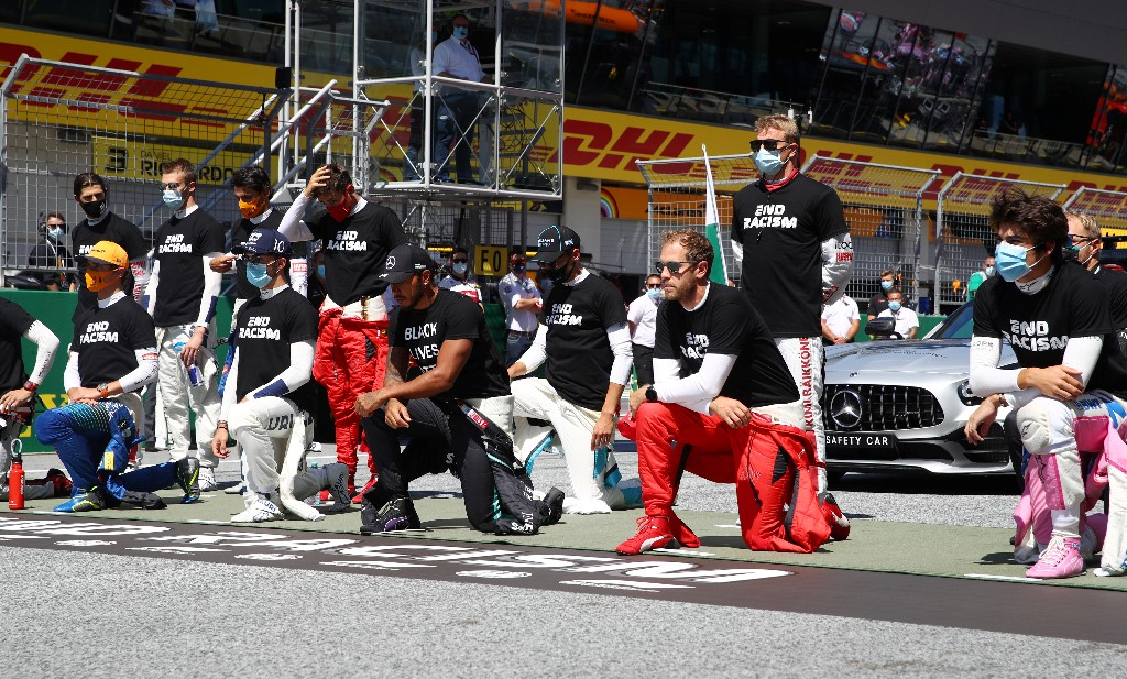 Hamilton and other F1 drivers take a knee in Austria
