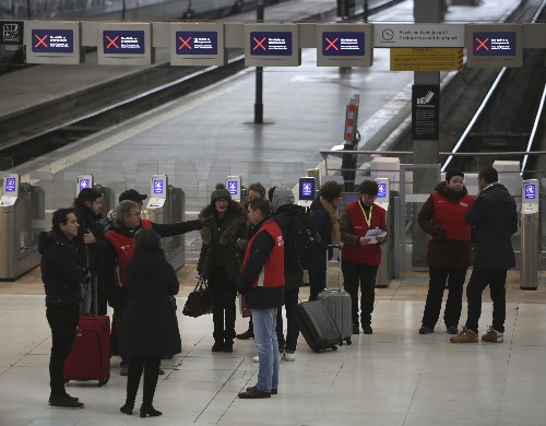 Pension strike brings travel chaos for a 2nd day in France