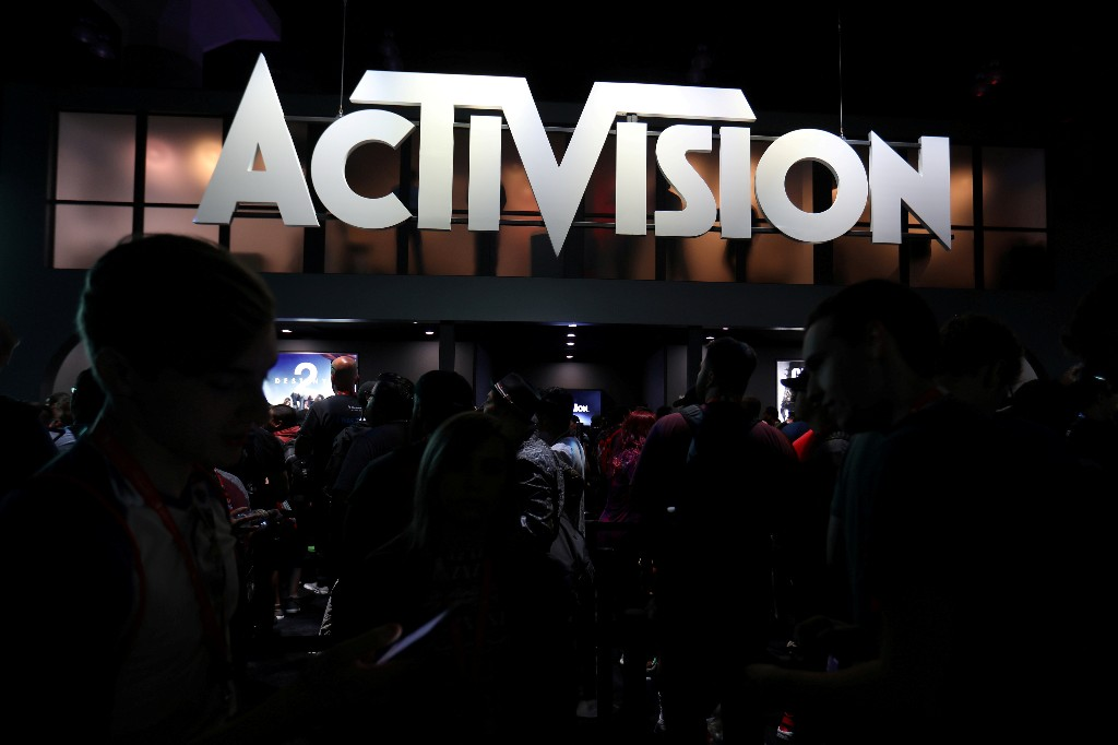 """""""Call of Duty"""" propels Activision to raise full-year sales forecast"""