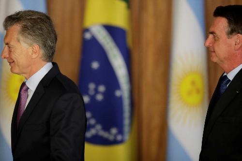 """Argentina fez reforma da Previdência """"meia-boca"""" e Macri está com problema agora, diz Bolsonaro"""
