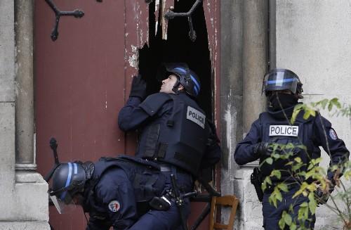 Police Raid in Paris Suburb Saint-Denis: Pictures