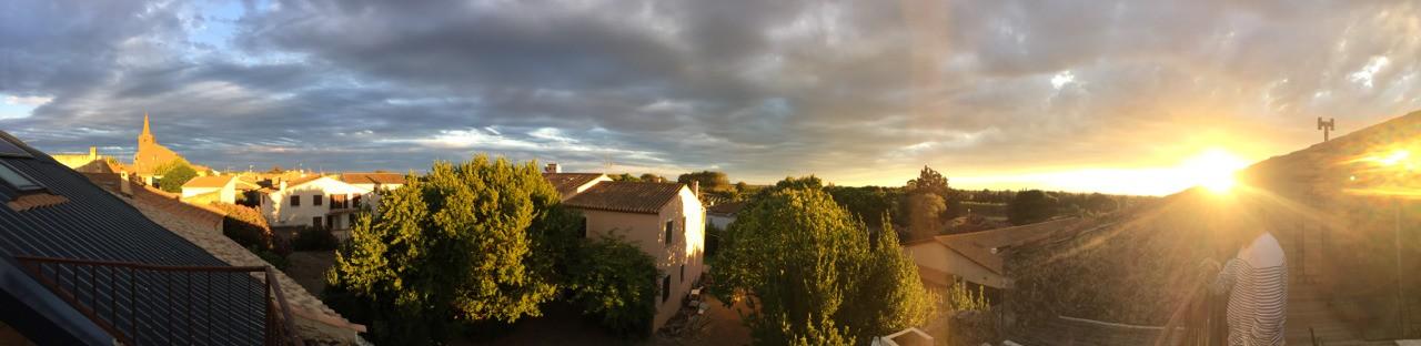 Portiragnes. Vue de la terrasse au coucher du soleil... un rosé frais à la main...