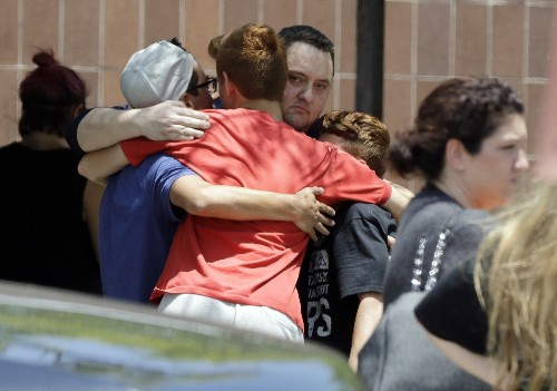 Scenes of Grief After the Texas High School Shooting: Pictures