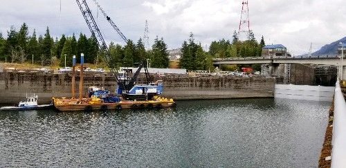 Broken Columbia River barge lock means commerce chokehold