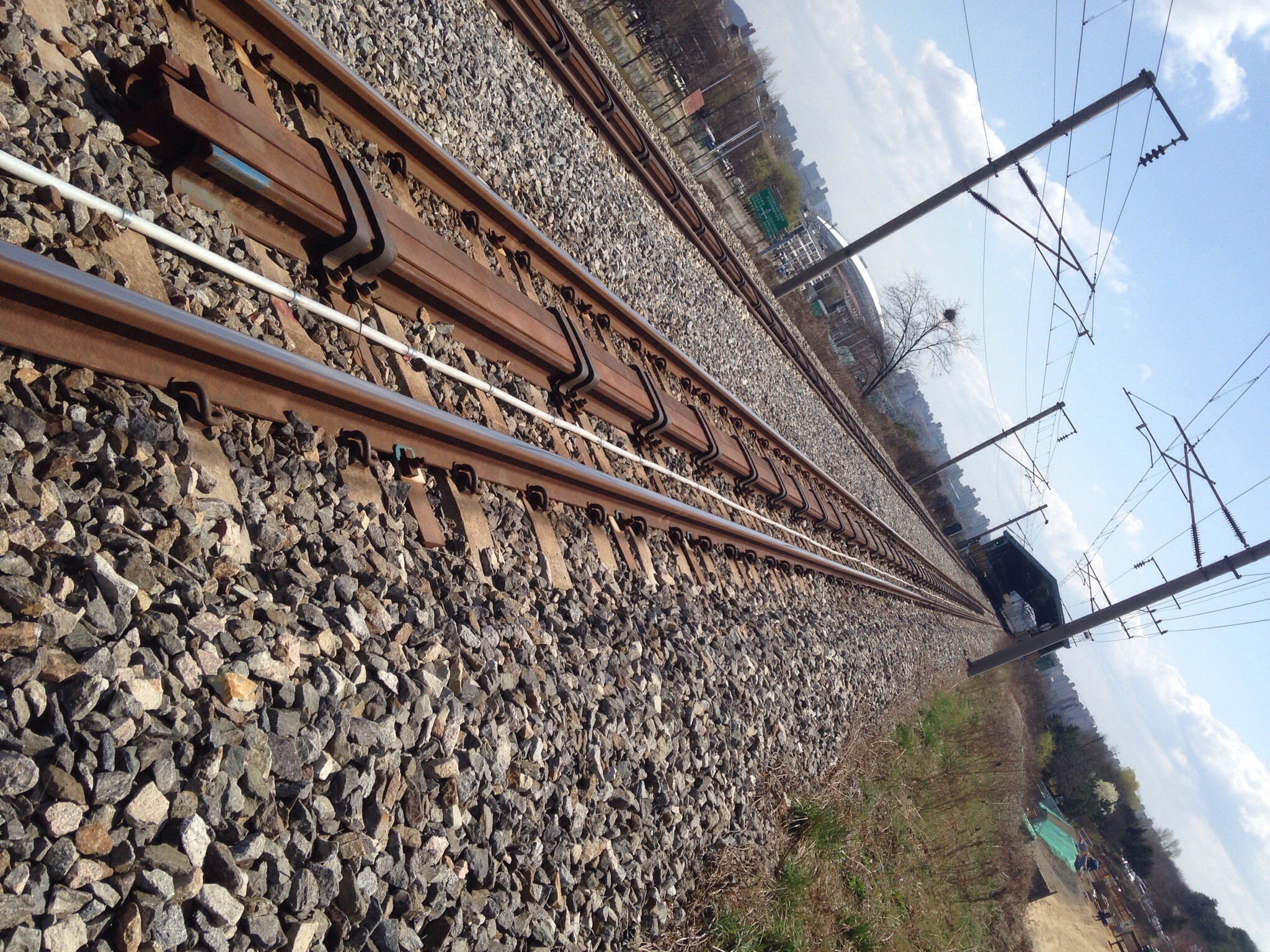 Installed SAA on rail to settlement during tunnel excavation