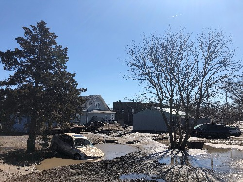 Missouri River towns face deluge as floods move downstream
