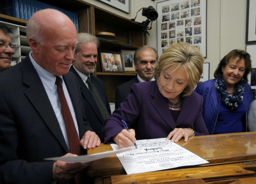 Hillary Clinton Files Paperwork in New Hampshire: Pictures
