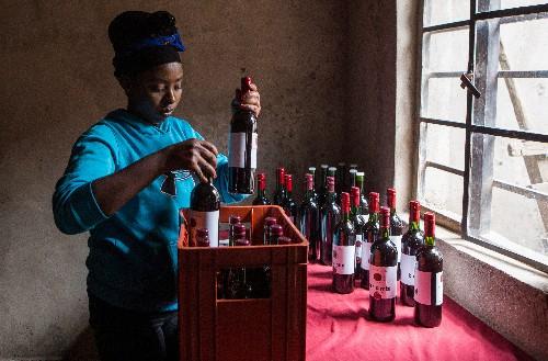 Предприниматель из Руанды запустила производство свекольного вина