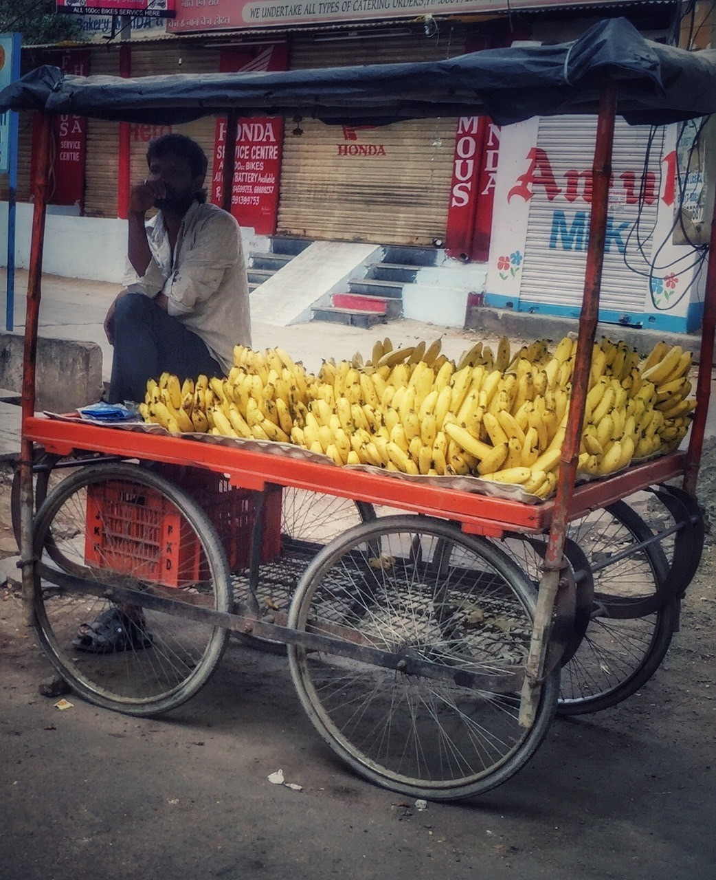 Banana about bananas #iphoneograohy #streetphotography #india