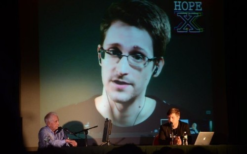 Snowden Tells Hackers of the World to Unite