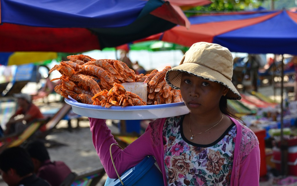 Ocheteaul Beach-pretty native girl serving her seafoods
