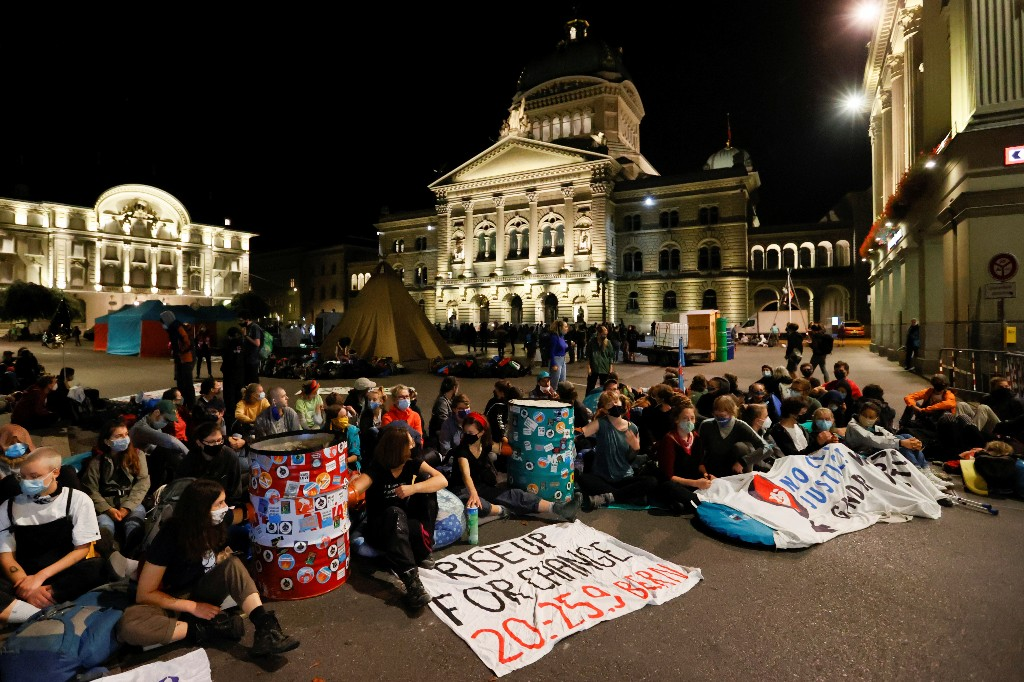 Protesters occupy Swiss square demanding action on climate change
