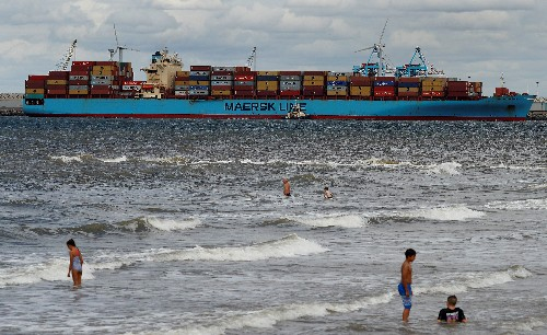 World's largest container shipper Maersk aims to be CO2 neutral by 2050