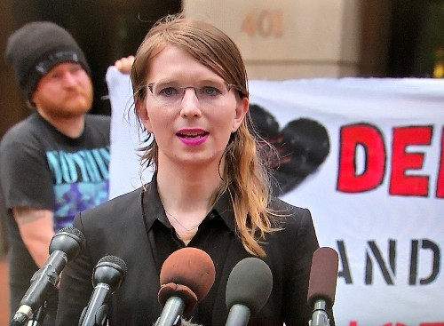 Judge orders former U.S. soldier and WikiLeaks source Manning back to jail