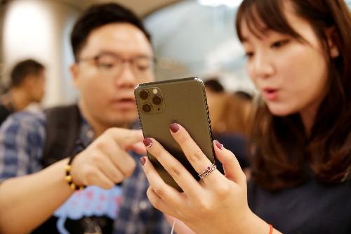Smartphone sales tank in China as coronavirus dampens demand: government data