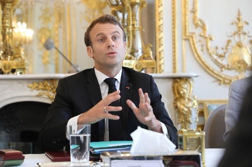 """Macron """"prêt"""" à abaisser le droit de vote à 16 ans"""