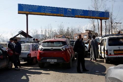 School buses, patients held up by Indian roadblocks on main Kashmir highway