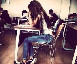 من شدة تواضعي لم أحقق بالمدرسة درجات عالية ☆_☆ كي لا احسس أصدقائي بأنهم أغبياء ♡_♡