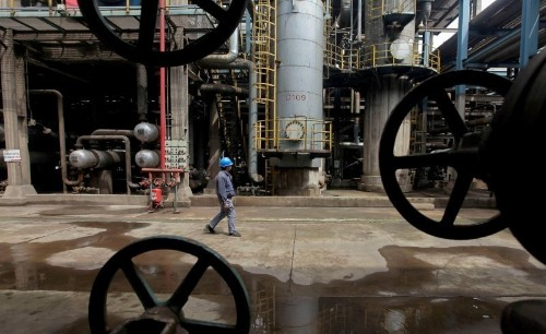 Oil prices fall on further rise in US drilling, signs of slowing demand