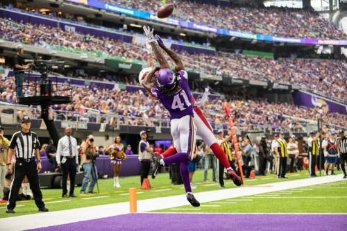Vikings use run, pass to down Cardinals