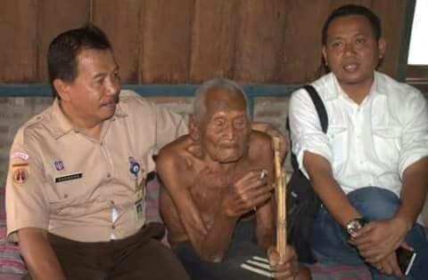 امباه_جوثو من اندونيسيا اكبر انسان عايش على وجه الارض حاليا عمره 146 سنه تقريبا , مولود سنه 1870
