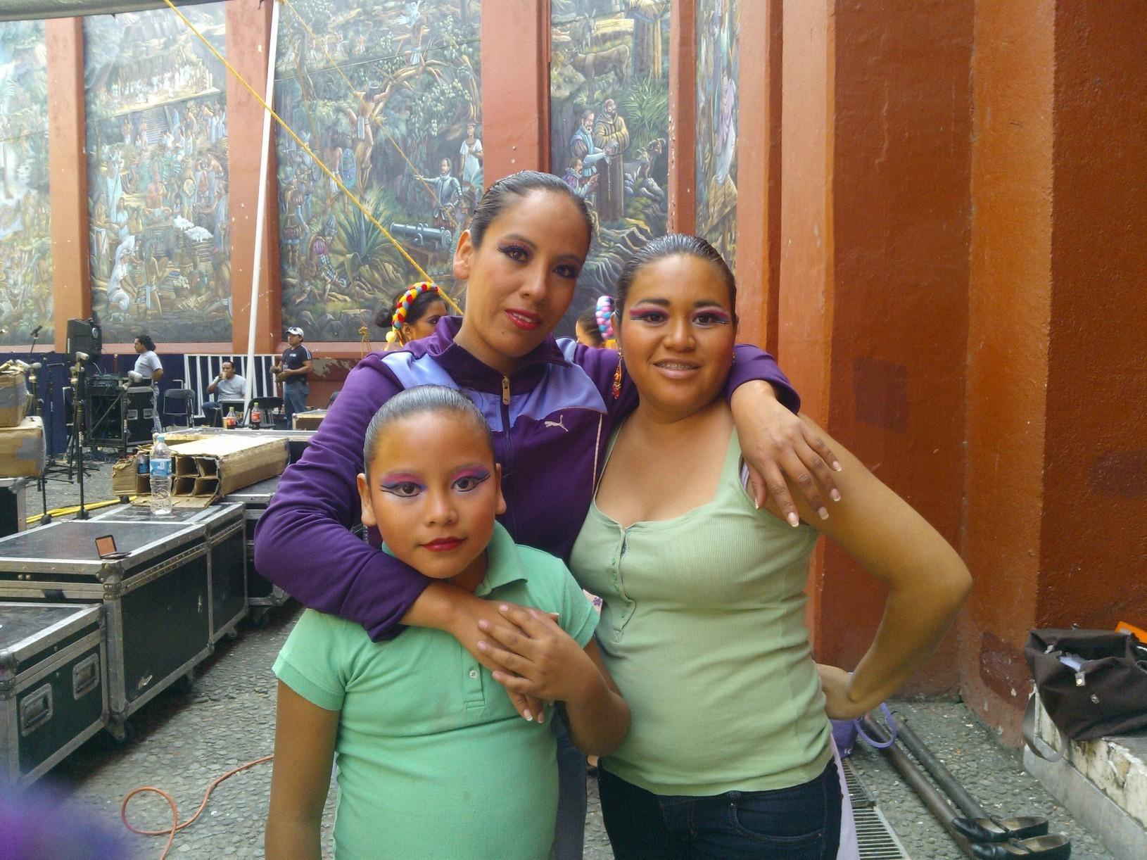 Tres hermosuras posando jajaja