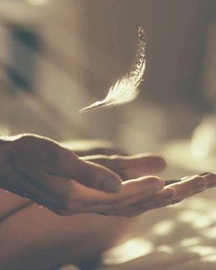 Как правильно заснуть И видеть сладкие сны 5 хороших советов 1 совет - расслабится, конечно же, включив приятную музыку, выкинуть все события дня, прокрутив их в обратном порядке 2 совет - настроится на сон, и перестать крутить проблемы в голове. Их просто отпустить и настойчиво расслабить зажимы в копчике, шее и плечах. 3 совет - положить под подушку - травы: лаванду - для расслабления, шалфей - для очищения и мой любимый розмарин - для здоровья и молодости. 4 совет - после расслабления, зайдите в сердце и помолитесь тем Богиням, Богам или Ангелам, как душа просит, попросите о том, что хотите и поблагодарите. Просите мягко, но и настойчиво. Попросите также сберегать во сне. 5 совет - оставьте все за бортом уже ушедшего дня, и засыпайте со спокойным сердцем и светлыми мыслями Спокойной ночи и вселенских снов #релаксация #сон #мысль #ангел