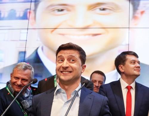 Комик Зеленский выигривает президентские выборы на Украине