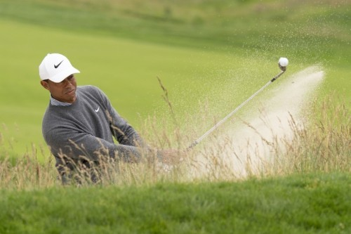 Woods claws back after poor start to third round at U.S. Open