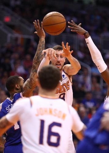 Booker scores 40 as Suns end 76ers' unbeaten start