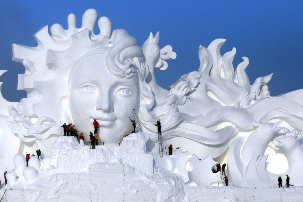 Building the Fabulous Harbin Ice and Snow Sculptures: Pictures