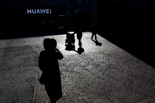 T-Mobile, Sprint see Huawei shun clinching U.S. deal - sources