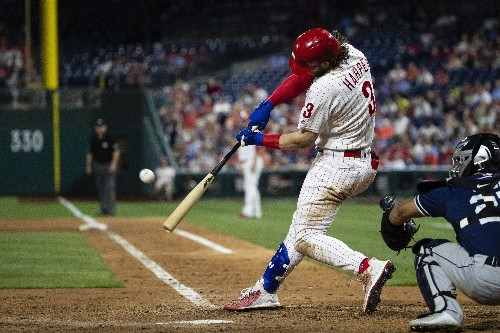 Harper homers in third straight game to lead Phillies to win