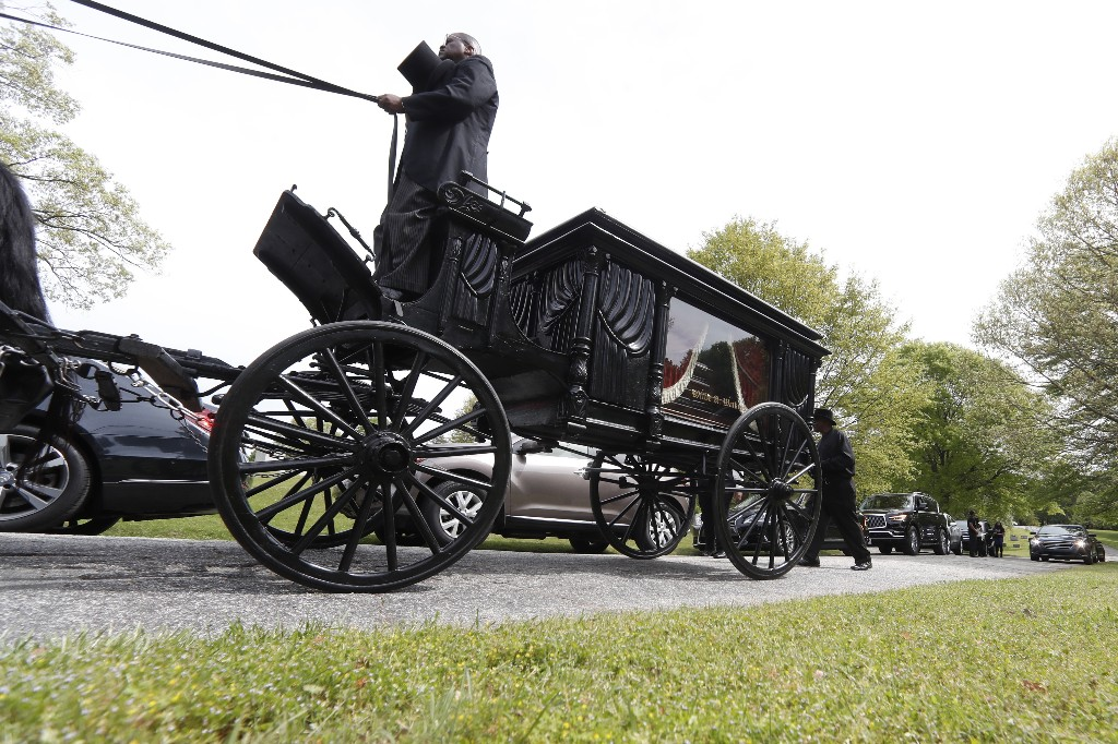 Civil rights hero Lowery honored at private Atlanta funeral