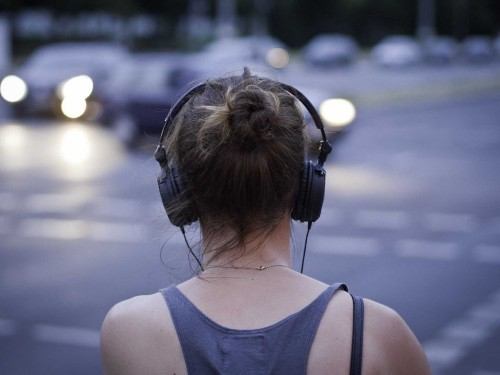 11 podcasts to listen to if you want to get rich