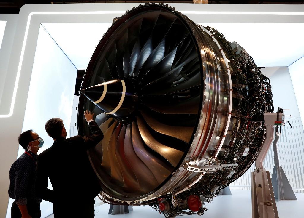 Rolls-Royce plans to raise about 2.5 billion stg - FT