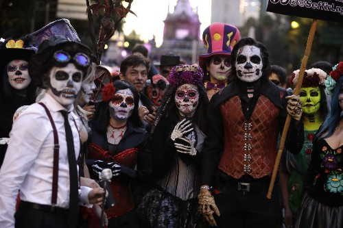 Grand Procession of 'Catrinas' in Mexico City: Pictures