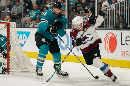 Avalanche remain on roll with win over Sharks