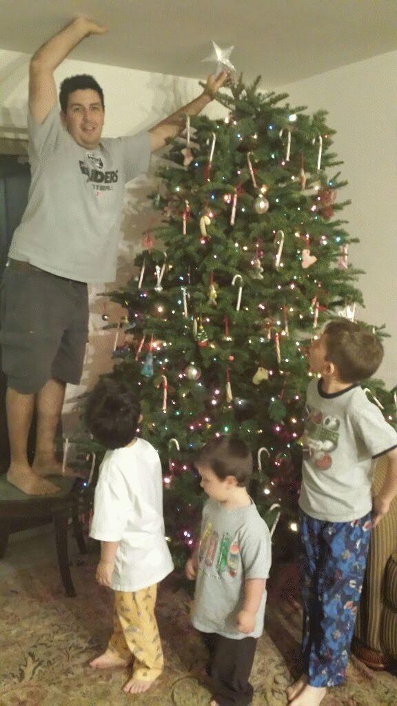 Beautiful family, beautiful tree!