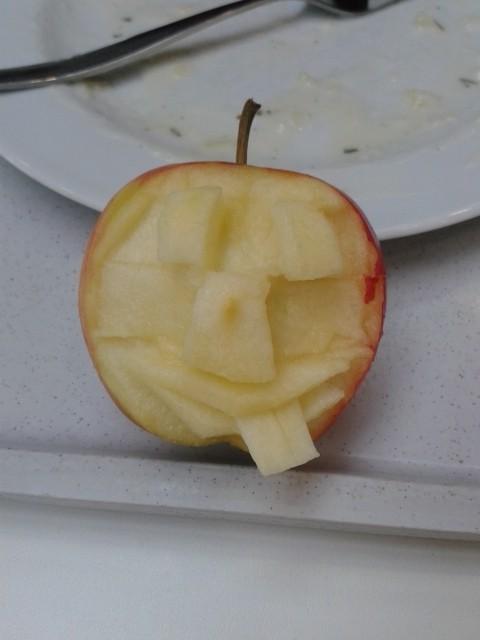 Apfelschnitzerei