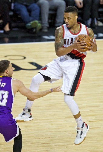 Blazers cruise past star-less Kings