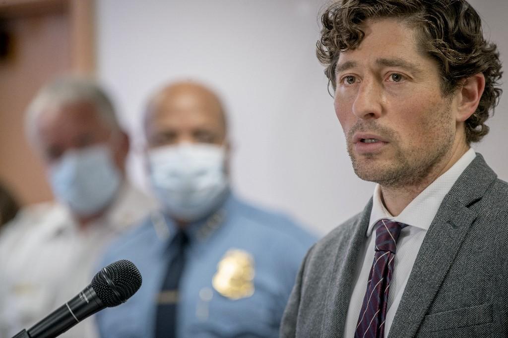 As Minneapolis burns, mayor takes heat for the response