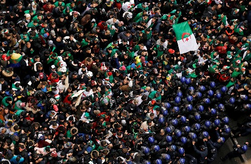 Thousands of Algerians rally to demand Bouteflika quit